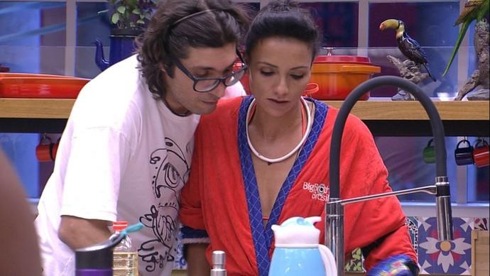 Ilmar e Marinalva conversam na cozinha no 'BBB17' (Foto: TV Globo)