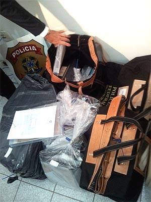 Documentos apreendidos na ONG da ex-jogadora de basquete  Karina Rodrigues (Foto: Bruna Stupiello/G1 Campinas)