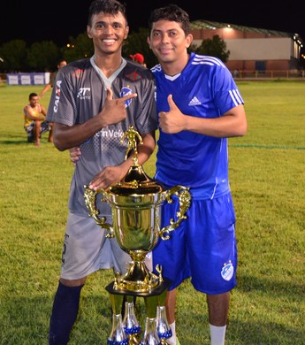 Katê e Ronaldo, treinador de goleiros do São Raimundo-RR campeão do Roraimão 2016 (Foto: Ivonisio Júnior)