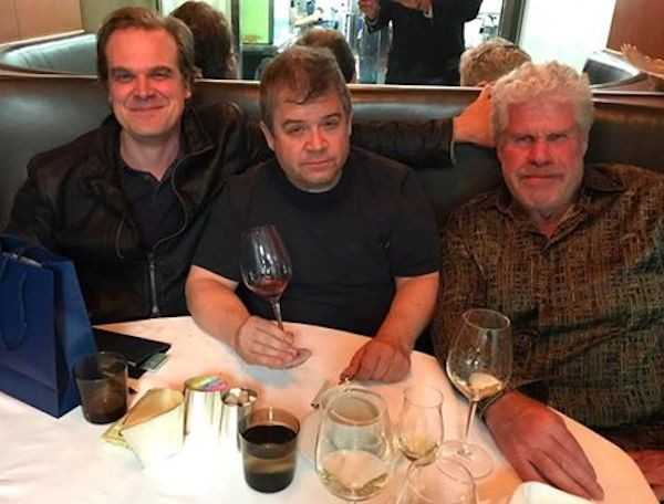 David Harbour, Patton Oswald e Ron Perlman (Foto: Facebook)