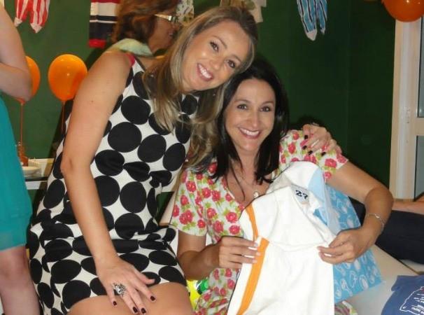 Carla Fachim no chá-de-fralda do bebê da colega Patrícia Cavalheiro (Foto: Arquivo Pessoal)