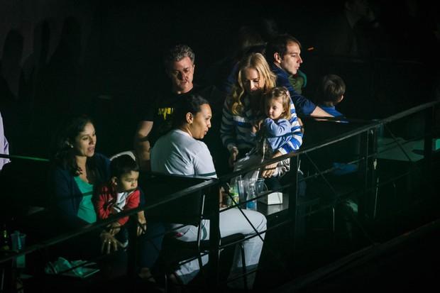 Angelica e Luciano com a filha (Foto: Marcos Samerson / Agência We love Photo)