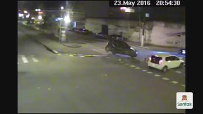 Acidente deixa duas pessoas feridas em Santos, SP