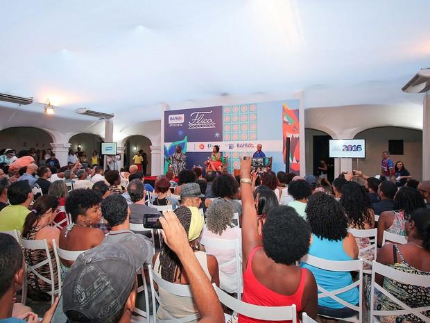 Mesa sobre literatura negra contemporânea e suas influências foi a terceira do dia na Flica, em Cachoeira. Bahia (Foto: Egi Santana/ Divulgação)