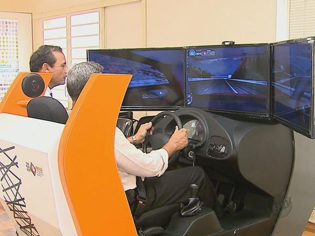 Autoescolas estão optando por alugar equipamento (Foto: Reginaldo dos Santos/ EPTV)