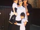 Carol Celico, mulher de Kaká, curte o domingo com os filhos e a sogra
