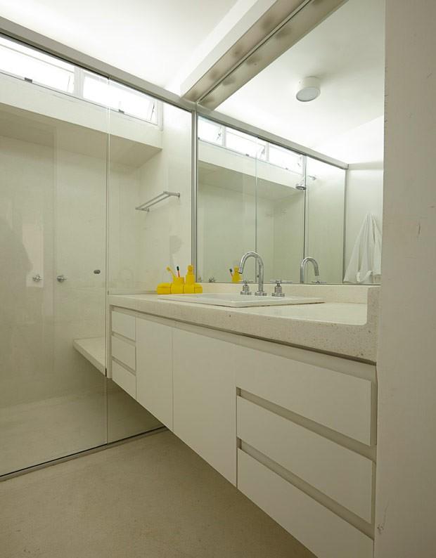 apartamento-arquitetos-flavia-torres-pedro-ivo-freire- sub-estudio-isabel-nassif-renata-pedrosa-banheiro-branco-neutro (Foto: Tomás Cytrynowicz)