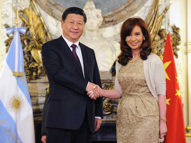 Presidente da China, Xi Jinping, na Argentina, com Cristina Kirchner. (Foto: Gabinete da Presidência da Argentina / Via AFP Photo)