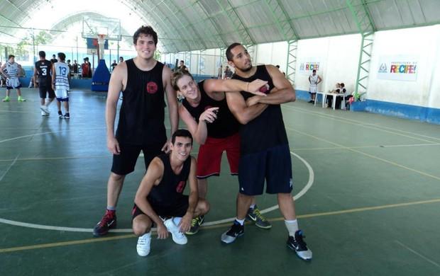 Time de basquete do Íbis treina em uma quadra alugada no Recife (Foto: Divulgação/Íbis)