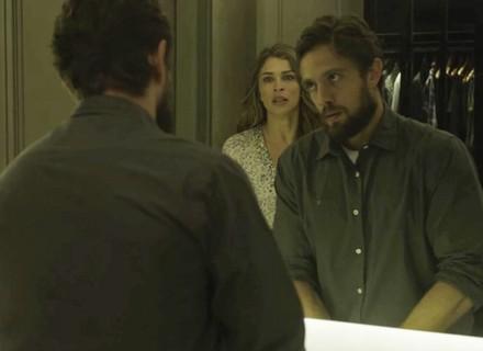 Lívia repreende Renato por ter ajudado Clara: 'Você me traiu'