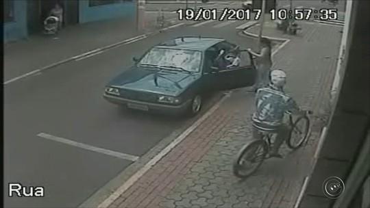 Adolescente é apreendido após assaltar ótica de bicicleta; vídeo