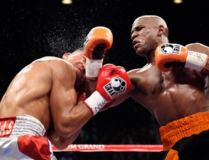 Floyd Mayweather x Victor Ortiz boxe (Foto: Reuters)