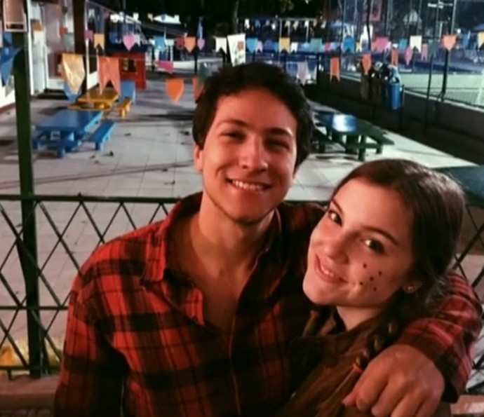 Alice ao lado do namorado Pedro (Foto: TV Globo)