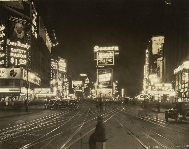 Visão noturna da Broadway, em Nova York, 1923 (Foto: The J. Paul Getty Museum, Los Angeles)