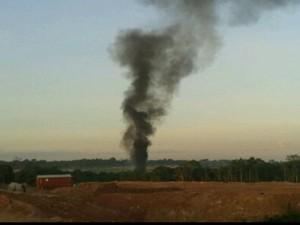 Três pessoas morrem na explosão de avião bimotor em Manaus (Foto: Reprodução GloboNews)