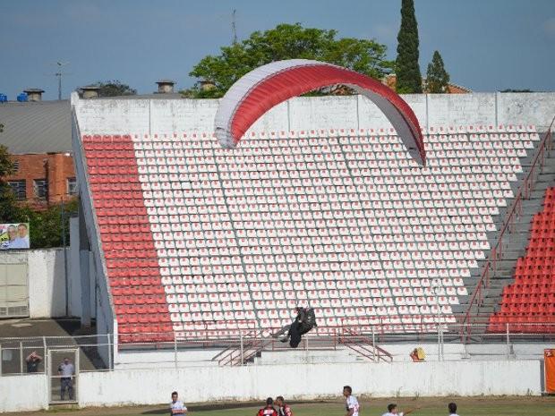 Parapentista foi arrastado por corrente de vento por cerca de 45 km (Foto: Rafael Martinez/Divulgação)
