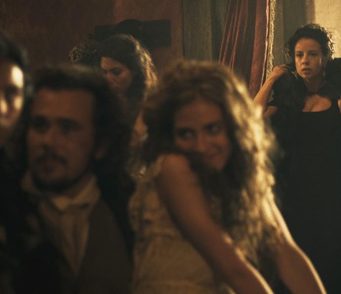 Joaquina flagra Xavier no cabaré (Foto: TV Globo)
