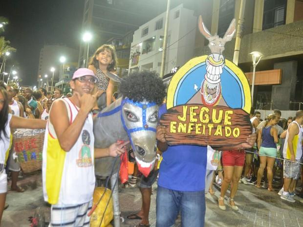"""Grupo """"Jegue Enfeitado"""" desfila na Barra (Foto: Diogo Macedo/Ag Haack)"""