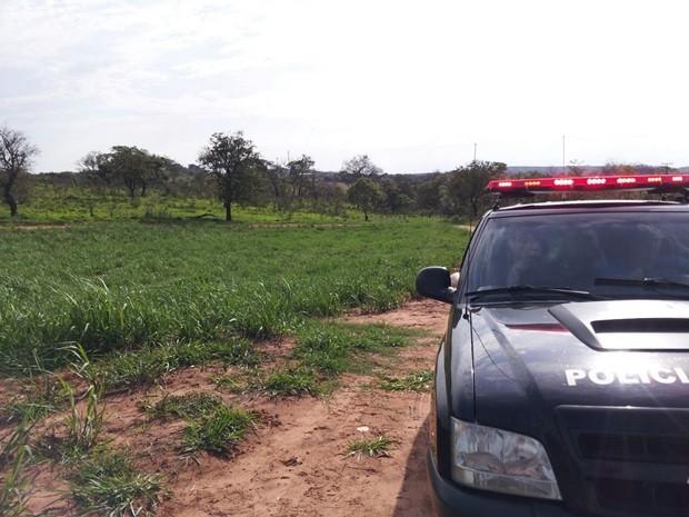 Polícia Civil percorreu área rural nesta terça-feira (Foto: Evandro Cini/TVTEM)