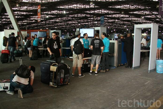 O evento ficou aberto apenas para quem foi acampar. Por carregarem equipamentos caros, todos tiveram que registrar o que levavam  (Foto: TechTudo/Renato Bazan)