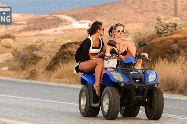 Bruna Marquezine e Fiorella Mattheis (Foto: The Grosby Group)