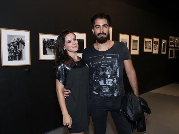 Bianca Bin e o marido, pedro Brandão, em première de filme na Zona Sul do Rio (Foto: Thyago Andrade/ Brazil News)