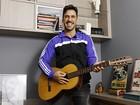 Julio Rocha abre casa e fala sobre fase musical: 'Não desisti de ser ator'