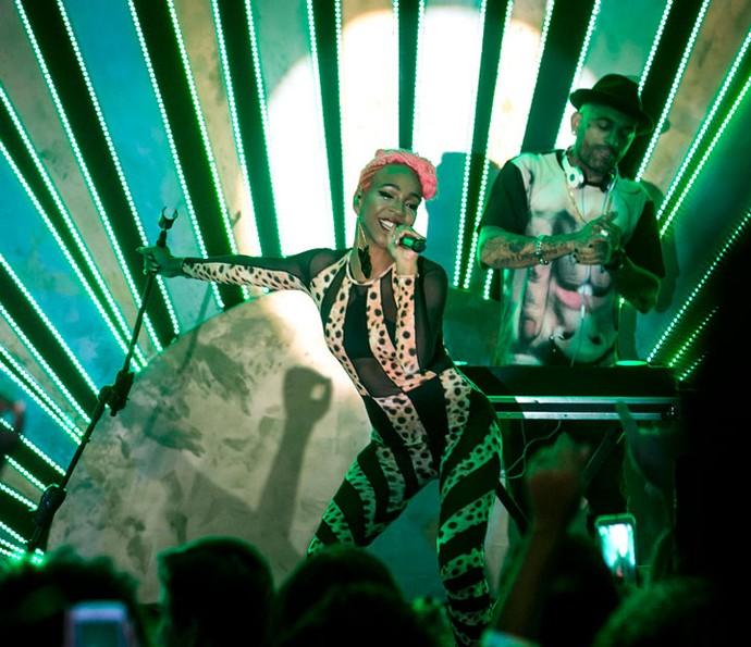 Karol Conka lacradora no palco (Foto: Gshow/Isabella Pinheiro)