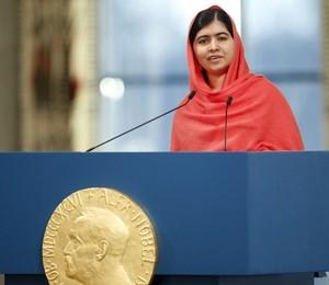 A adolescente paquistanesa Malala Yousafzai, que sobreviveu a um ataque do Taliban e é ativista pela educação de meninas, discursa após receber o prêmio Nobel da Paz (Foto: Cornelius Poppe, NTB Scanpix/AP)