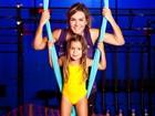 Luize Altenhofen faz aula de circo com a filha, Greta: 'É meu xerox'