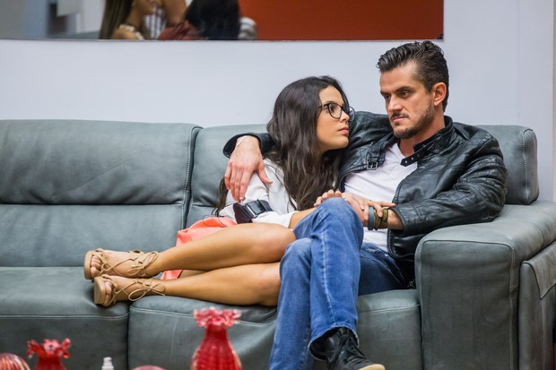 Emily e Marcos (Foto: Globo/Paulo Belote)