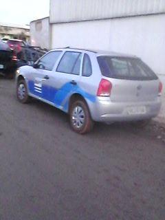 Carro flagrado em estacionamento de supermercado (Foto: VC no G1)