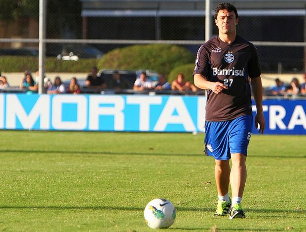 Kleber Gladiador treina com bola pelo Grêmio (Foto: Lucas Uebel/Grêmio, Divulgação)