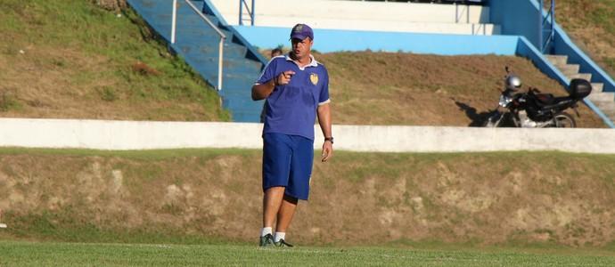 Alan George lidera treino no Naça (Foto: Divulgação/Nacional FC)