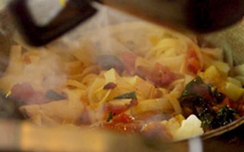 Talharim de pupunha com molho de tomate do Rodrigo Hilbert