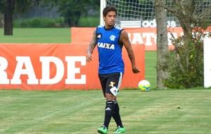 Carlos Eduardo no treino do Flamengo (Foto: Vicente Seda)