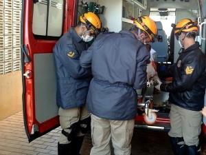 Adolescente foi socorrido pelo Corpo de Bombeiros para o hospital. (Foto: Ribeiro Júnior/ Agora News)
