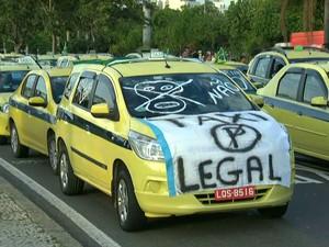 Protesto contra o aplicativo Uber deixar o trânsito lento em várias regiões do Rio (Foto: Reprodução/TV Globo)