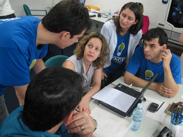Estudantes discutem com especialista em patentes como transformar inovação em produto (Foto: Paulo Guilherme/G1)