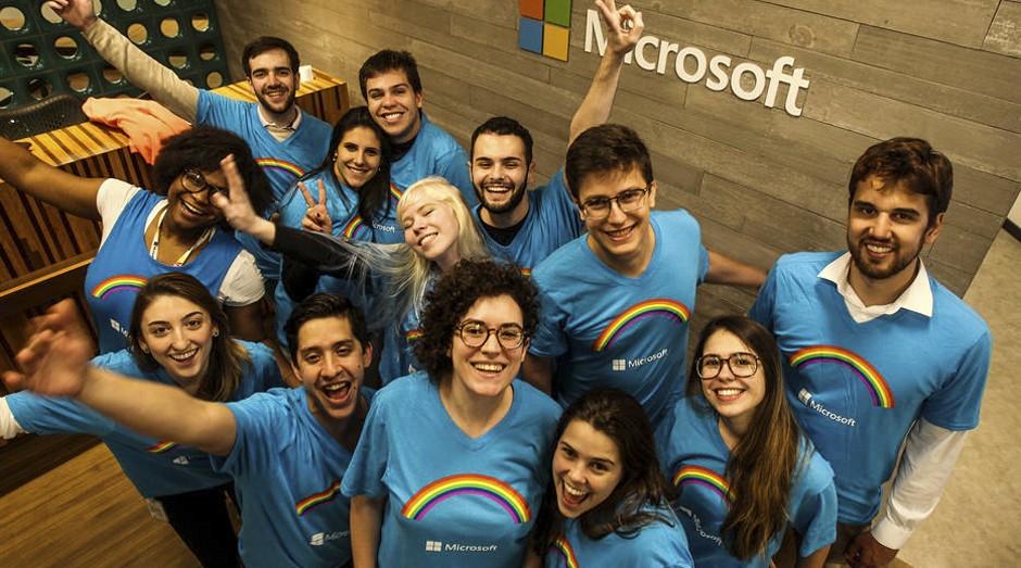 Funcionários da Microsoft vão uniformizados à Parada LGBT pela segunda vez (Foto: Estadão Conteúdo)