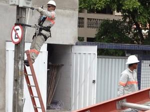 Energisa faz ação de combate ao furto de energia elétrica em João Pessoa (Foto: Walter Paparazzo/G1)
