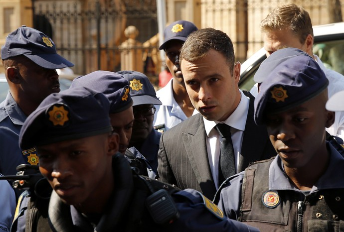 Pistorius chega ao tribunal de Pretória (Foto: Reuters)