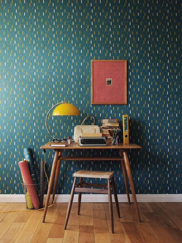 Décor do dia: home office com papel de parede dos anos 1950 (Foto: reprodução)