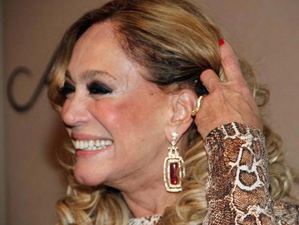 Susana Vieira era puro charme com os jornalistas e falou sobre sua personagem, Pilar (Foto: Miriam Paço/ TV Globo)