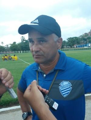 Oliveira Canindé, treinador do CSA (Foto: Augusto Oliveira / GloboEsporte.com)