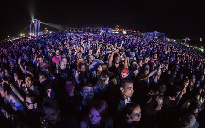 Público confere shows no palco duplo do festival João Rock 2016 (Foto: Mateus Rigola/Gshow)