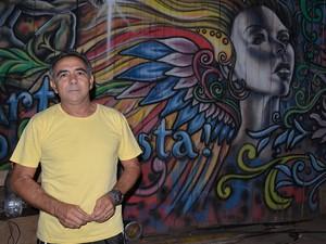 Roque Leal, atual presidente do 'Cacique da Prainha' é professor e filho de professora (Foto: Karla Lima/G1)