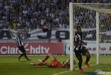 Desvio de zagueiro em gol do título alimenta polêmica na final do Mineiro