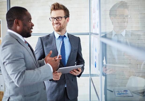 Carreira ; trabalho em escritório ; mentira ; networking ;  (Foto: Shutterstock)