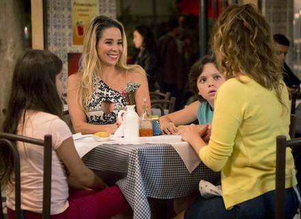 Suely entrega namoro de Gilda e Hugo para Dayse e Carlinhos